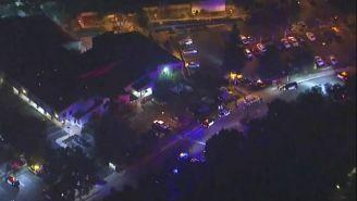 Policías a las afueras del bar de California