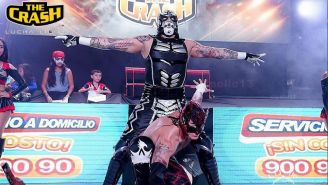 Penta y Rey Fénix posan en The Crash