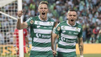 Jonathan Rodríguez, celebra gol con Santos