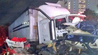 El traíler impactó con más de diez autos