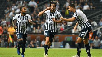 Rodolfo Pizarro festeja un gol con Monterrey