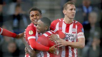 Jugadores del PSV festejan un gol en contra del De Graafschap