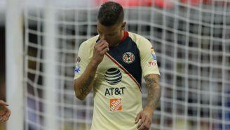 Mateus Uribe se lamenta durante un partido