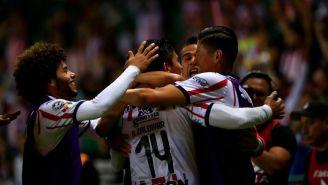 La celebración del gol de Chivas