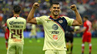 Henry Martín festeja un gol con América