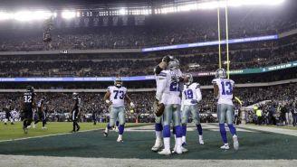 Jugadores de Dallas celebran anotación contra Philadelphia