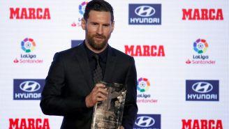 Messi posa con su quinto Pichichi de La Liga
