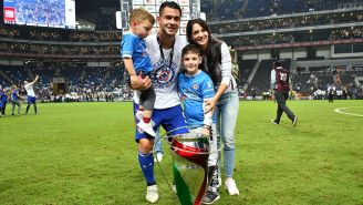 Caraglio disfruta del trofeo de Copa MX junto con su familia