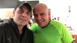 Martinoli sonríe en una foto con Chacón