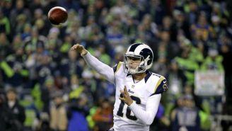 Jared Goff lanza en un duelo con los Rams
