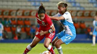 Dirce Delgado y Yanin Madrid durante partido en Hidalgo