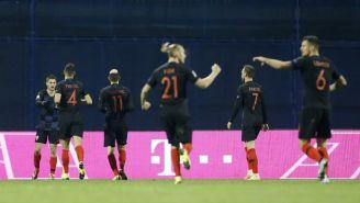 Jugadores de Croacia celebran anotación contra España