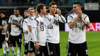 Jugadores alemanes celebran el triunfo frente a Rusia