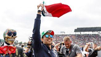 Checo saluda al público en Gran Premio de México