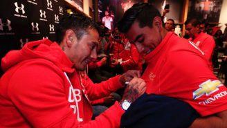 Sambueza repartió autógrafos a los fans