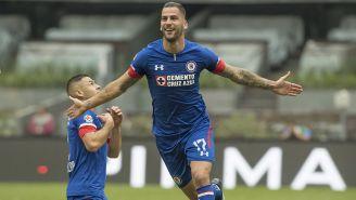 Édgar Méndez celebra gol de Cruz Azul