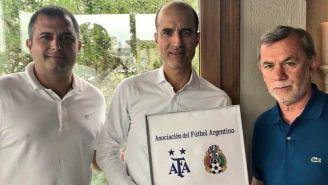 AFA entrega placa a FMF