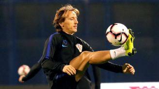 Modric controla el balón en una práctica