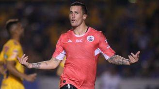 Leonardo Ramos festeja un gol con Lobos BUAP