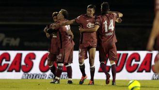 Futbolistas de Toluca celebran anotación contra La Máquina