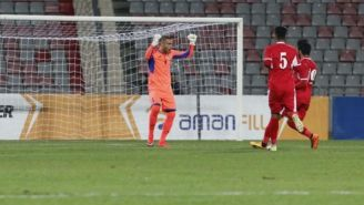 Amer Shafi festaj su gol con Jordania