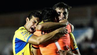 Jugadores de San Luis celebran pase a Semifinales del Ascenso
