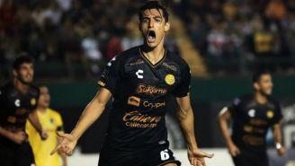 Fernando Arce celebra una anotación con Dorados
