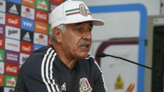 Ricardo  Ferretti durante una conferencia de prensa con el Tri
