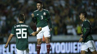 Víctor Guzmán celebra su gol con la Selección Nacional