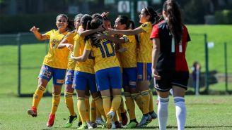 Tigres festejando un gol ante Atlas