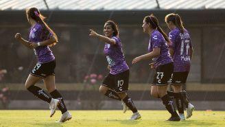 La celebración del gol de Mónica Ocampo