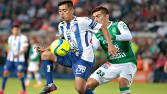 Erick Sanchez y Juan Cornejo disputan el balón en el C2018