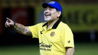 Maradona sonríe en un juego de Dorados