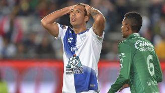 Leonardo Ulloa en lamento en el partid contra León