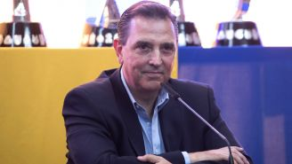 Miguel Ángel Garza durante una conferencia de prensa