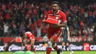 Alexis Vega festeja el gol del empate