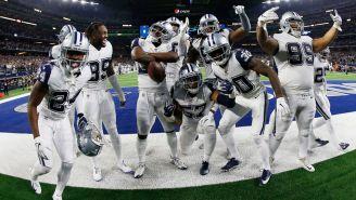 Jugadores de Cowboys celebran tras la intercepeción a Brees