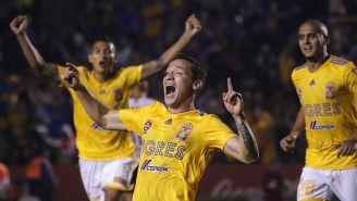 Dueñas festeja su gol contra Pumas