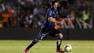 Javier Güemez conduce el esférico en el duelo de Ida vs Gallos