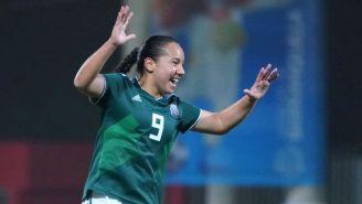 Charlyn Corral festeja un gol con la Selección Mexicana