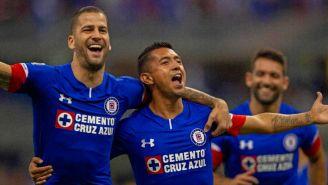 Édgar Méndez y Elías Hernández festejan el gol