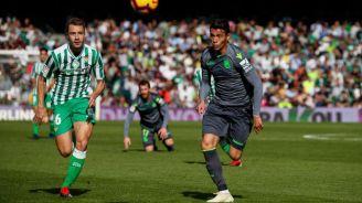 Moreno pelea el esférico en el duelo contra el Betis