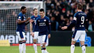 Lozano se lamenta durante partido del PSV
