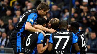 Jugadores de Brujas festejando un gol ante el Standard