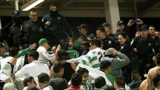 Seguidores de Santos se enfrentan a policías