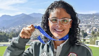 Mónica Vergara posa con su medalla