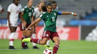 Nicole Pérez cobra un penalti en el juego vs Canadá en Uruguay 2018