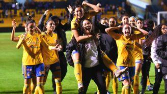 Tigres celebra su triunfo ante Chivas en Semifinales del A2018