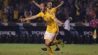 Jesús Dueñas celebra un gol con Tigres