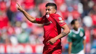 Alexis Vega festeja un gol con el Toluca